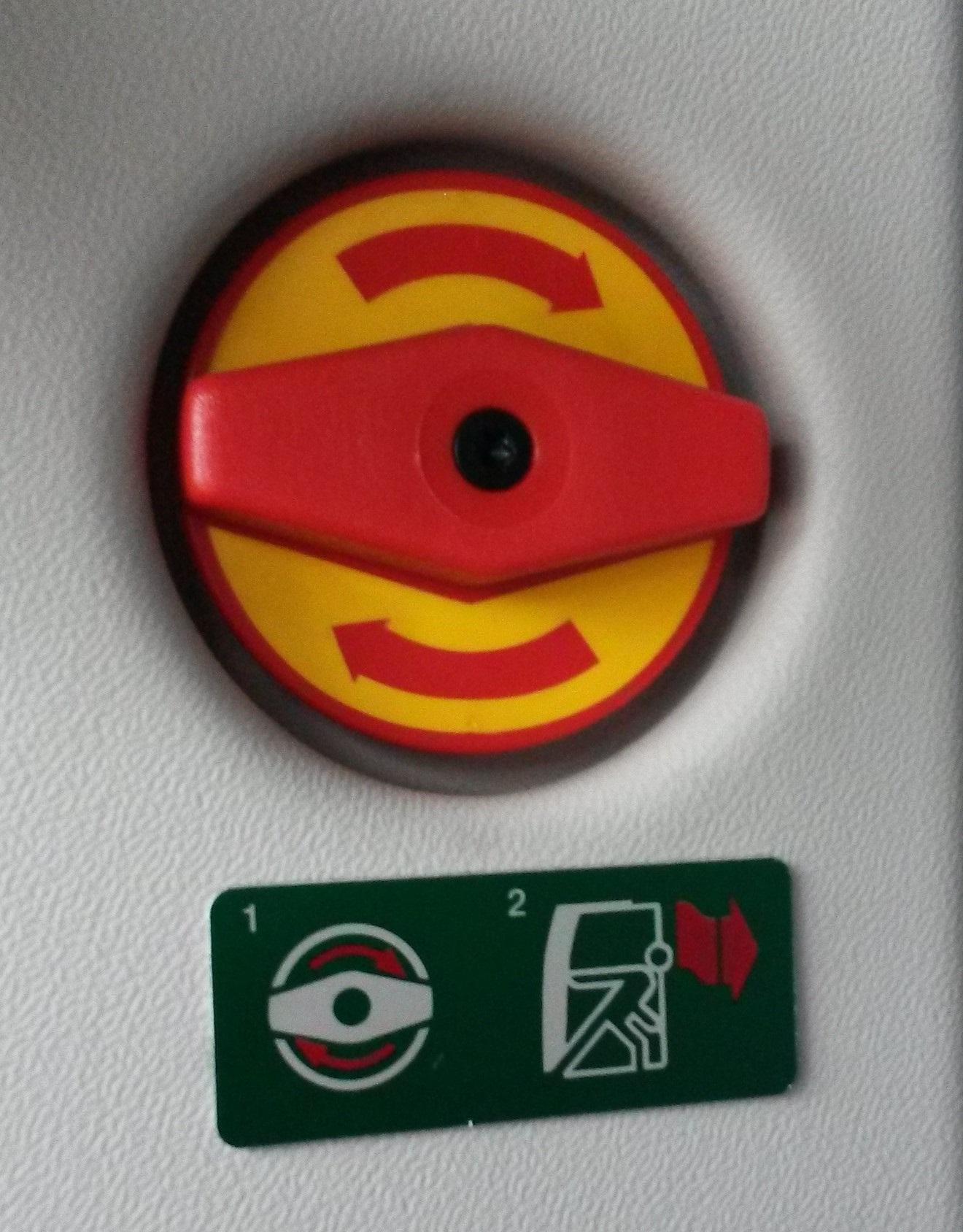 Nothahn - alle Türen lassen sich bei Gefahr von Hand öffnen.