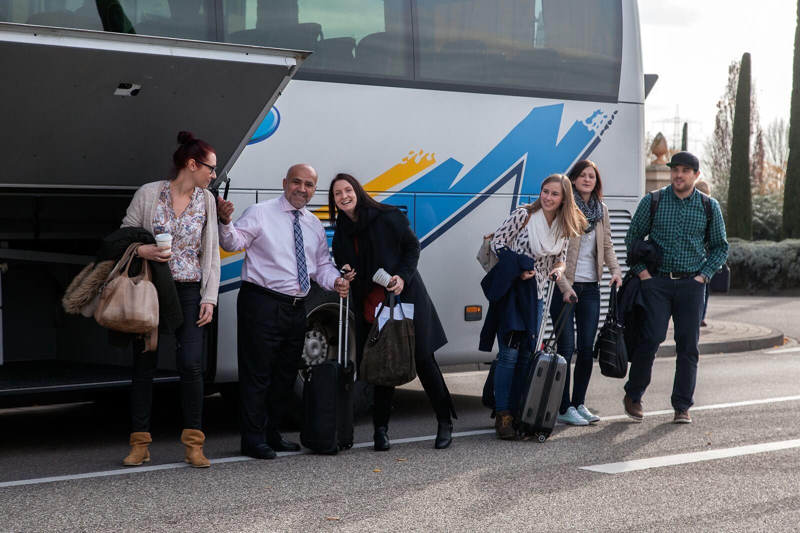 Busse für Firmen, Vereine und Schulklassen.... Busvermietung oder individuelle Komplettorganisation