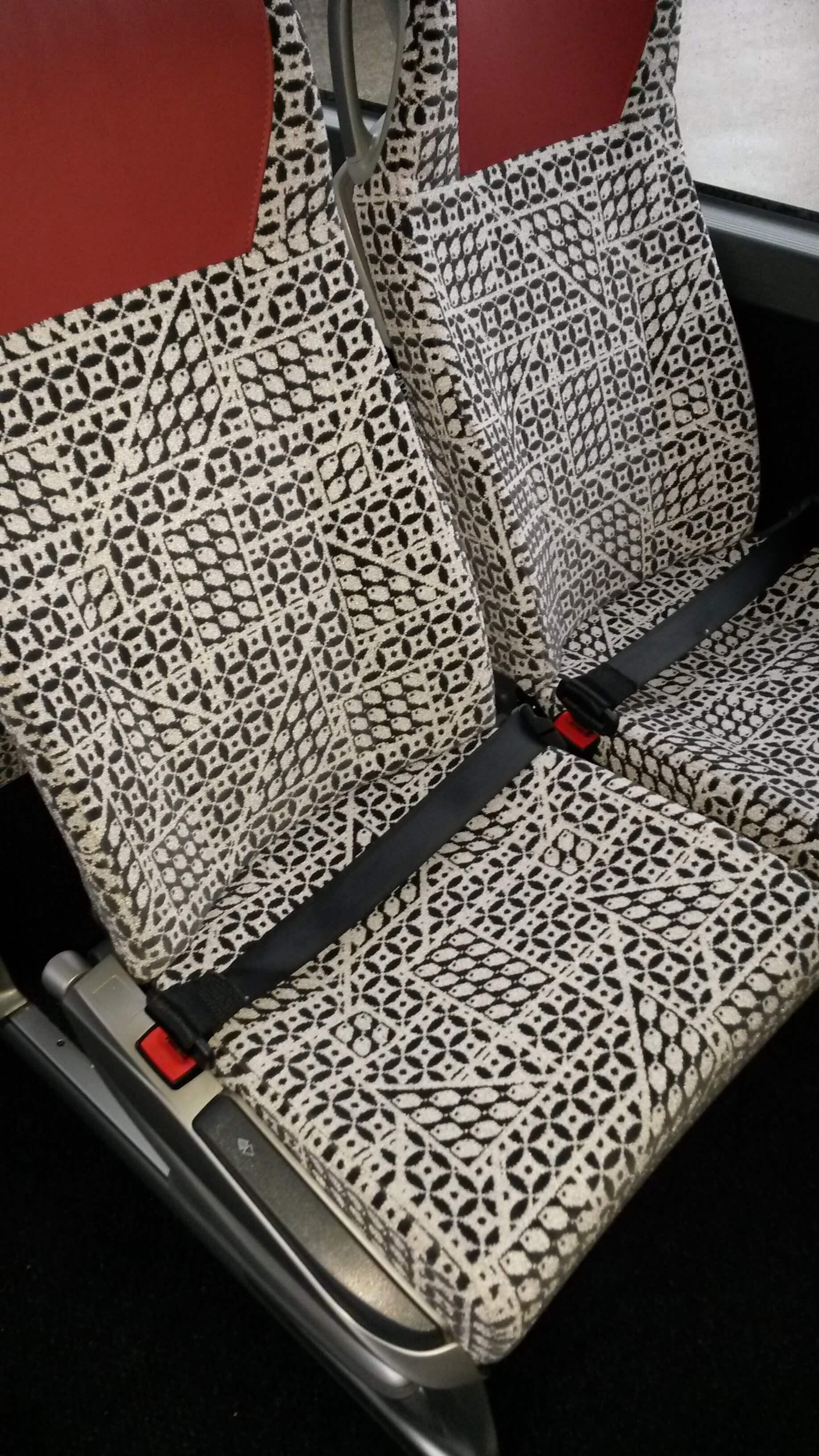 Sicherheitsgurte - alle Sitzplätze sind mit Sicherheitsgurten ausgestattet.